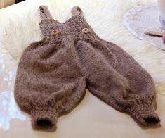 Oppskrift strikket posebukse med seler.