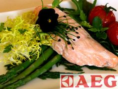 Weer zo'n makkelijk gerecht uit de stoomoven. Dit gerecht is ook als maaltijdsalade te maken en daarnaast kunt u ook andere soorten vis gebruiken voor dit recept. Maar zalm is toch altijd erg lekker en past bij veel maaltijden.