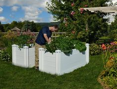 Keyhole gardening is a small space organic gardening concept developed in Africa now used worldwide. See this cold climate gardener adopt the process. | More than Oregano