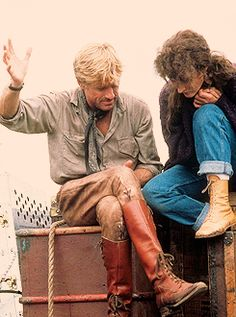 robert redford meryl streep on set of out of africa 1985 Robert Redford, Meryl Streep, Grace Gummer, Movie Stars, Movie Tv, Por Tras Das Cameras, I Look To You, Karen Blixen, A Well Traveled Woman