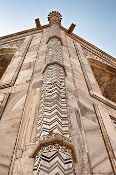 architectural column details, Taj Mahal, Agra, Uttar Pradesh, India.  Photo: Michael Maniezzo, via Flickr