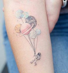 Tags mais populares para esta imagem incluem: tattoo, astronaut, galaxy, ink e planet