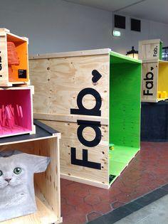 Pop-Up shop merchandising displays. Merchandising Displays, Store Displays, Retail Displays, Window Displays, Shop Front Design, Store Design, Design Commercial, Visual Display, Retail Interior