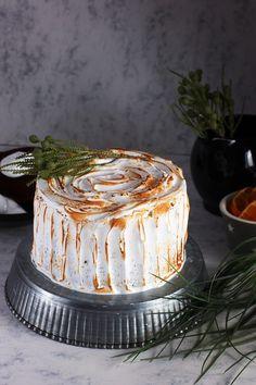 Y hoy traemos una receta exquisita. Tarta de chocolate, naranja y cardamomo cubierta de merengue tostado. Ven a verla!
