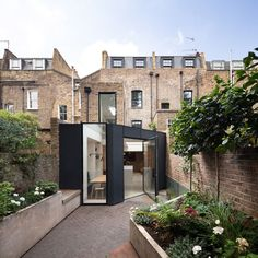 """has refurbished a terraced house in London& King& Cross, adding a rear extension…"""" English Architecture, Minimalist Architecture, Interior Architecture, Architecture Courtyard, London Architecture, Victorian Architecture, Loft Interior, Interior Exterior, Interior Design"""