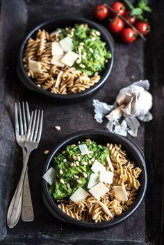 Vegetarische spinazie pasta met mascarpone avocado saus