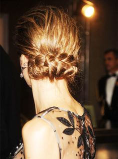 royalwatcher:  Queen Letizia-back hair detail