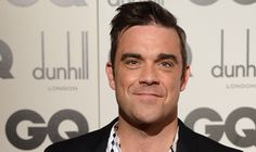 Sacré Robbie Williams ! Il se moque à sa façon des récentes photos de Kim Kardashian. Très rigolo, à voir sur Reusta.com  #RobbieWilliams #KimKardashian #sexe #fesses #gland