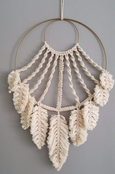 macrame/macrame anleitung+macrame diy/macrame wall hanging/macrame plant hanger/macrame knots+macrame schlüsselanhänger+macrame blumenampel+TWOME I Macrame Natural Dyer Maker Educator/MangoAndMore macrame studio Macrame Design, Macrame Art, Macrame Projects, Diy Projects, How To Macrame, Macrame Wall Hangings, Driftwood Macrame, Macrame Curtain, Sewing Projects