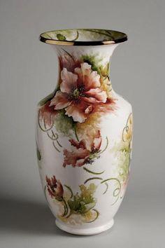 Jarrón de ceramica decorado con amapolas