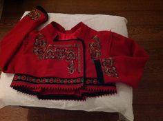 Bilderesultat for raudtrøye jakke Traditional Dresses, Boho Shorts, Norway, Special Occasion, Rabbit, Costumes, Patterns, Clothes, Fashion