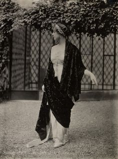 A Lucile model in a striking chiffon evening dress and fur shawl. Her laurel wreath headband shows the heavy influences of neoclassicism in the early 1910s.
