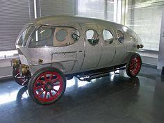 Alfa Romeo A.L.F.A 40/60 HP, fabricado entre 1913 y 1922, caravana sin caballos o monovolumen futurístico.