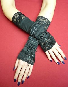 Black steampunk gloves by Estylissimo. Steampunk Gloves, Steampunk Diy, Steampunk Fashion, Gothic Fashion, Diy Fashion, Steampunk Outfits, Lace Gloves, Fingerless Gloves, Diy Accessoires