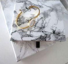 Via Plateful of Love | DIY Marbled Boxes | Tutorial: http://platefuloflove.blogspot.fi/2013/08/diy-marmoroidut-sailytysrasiat-marbled.html