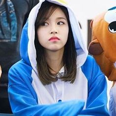 Haha Mina always adorable My Bias of Twice but I love them all!