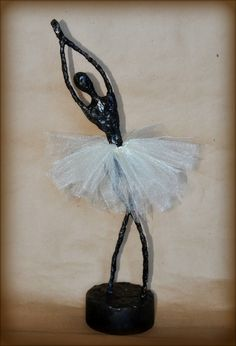 This faux bronze ballerina sculpture was inspired by a couple of things: First, the incredible work of Edgar Degas , specifically h. Paper Mache Sculpture, Sculpture Art, Paper Sculptures, Craft Projects For Kids, Art Projects, Craft Ideas, Kids Crafts, Ballerina Art, Sculpture Lessons