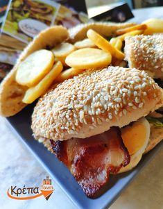 #ClubBurger κοτόπουλο, με bacon🥓, αυγό🥚, μαρούλι 🥬και πατάτες τηγανητές🍟! Δεν χρειάζεσαι τίποτα άλλο!  ☎️ 2310.632180 💻 www.krepatown.gr 📍 Μιχαήλ Καραολή 20, Συκιές  #krepatown #Συκιές #Νεάπολη #Πολίχνη #yummy #delicious