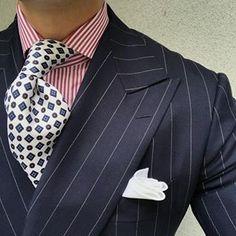 Tuesday ootd. #men #menstyle #menswear #mensfashion #napoli #sprezzatuza #mensclothing #bespoke #dandy #gentleman #mensaccessories #mensstyle #tailor #milano #fashion #menwithclass #italy #style #styleformen #wiwt #suit #dapper #menwithstyle #ootd #daily #moda #stile #elegance #classy #mnswr
