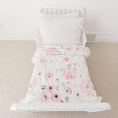 Pretty pink floral comforter just the right size for your little girl moving into her toddler bed. Pink Toddler Bed, Toddler Comforter, Toddler Girl Bedding Sets, Toddler Quilt, Twin Comforter, Toddler Rooms, Toddler Girl Bedrooms, Toddler Bed Sheets, Baby Room Rugs