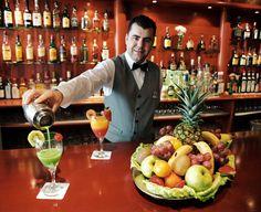 cafetería - barman - Hotel Roca Esmeralda