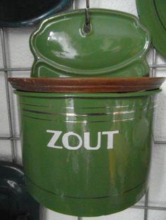 groene zoutpot: Cornelia Salt Of The Earth, Tins, Coffee Cans, Vintage Kitchen, Compost, Enamel, Retro, Green, Inspiration