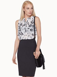 Exclusively from Contemporaine     A lovely black-and-white floral pattern for a romantic, feminine look   Hidden buttoning under the…