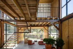 Completed in 2016 in Quito, Ecuador. Images by Lorena Darquea. The Retoños house belongs to a large extended family made up of several smaller families. The clients, Alvaro and María, wanted a house in which to...
