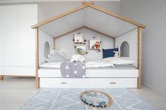 helle, weiße Möbel im Kinderzimmer des Trend 146 W Trends, Toddler Bed, Furniture, Home Decor, Blue Lagoon, Child Bed, Decoration Home, Room Decor, Home Furnishings