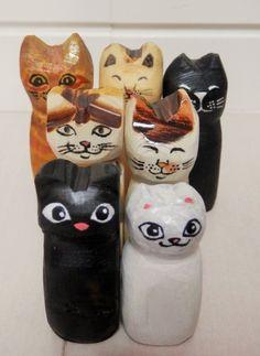 木彫り猫 黒猫猫1匹のみの商品になります(2枚目の猫のみ。ディスプレイは含みません)大きさ:4,8センチ素材;木材1つ1つ、全て手書きで描いています。 ウレタ...|ハンドメイド、手作り、手仕事品の通販・販売・購入ならCreema。