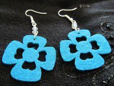 Orecchini pendenti in feltro con cristalli BLU di La Libellula Birichina su DaWanda.com