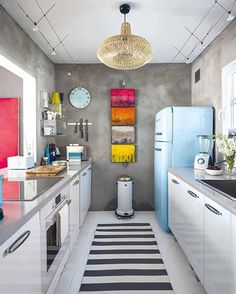 by far my favorite kitchen organization. This space is beautiful in its simplicity and use of color.