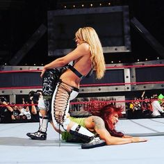 Trish Stratus taps out Lita to the Sharpshooter in her retirement match to win the WWE Women's Championship Wrestling Stars, Wrestling Divas, Women's Wrestling, Trish Stratus, Wwe Women's Championship, Wwe Trish, Wwe Lita, Attitude Era, Attitude