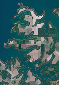 Civilization in Perspective: Capturing the World From Above,Itaipu Reservoir, Brazil. Image Courtesy of Daily Overview. © Satellite images 2016, DigitalGlobe, Inc