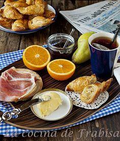 Croissants, Cruasánes http://lacocinadefrabisa.blogspot.com.es/2014/04/cruasanes-croissants-receta-francesa.html