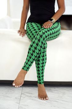 Klassy Kassy leggings utilize hand-picked fabric by our buyers which make our selection of leggings the BEST feeling, softest, stretchiest, absolutely most fantastic leggings you'll have in your wardrobe. 110 Lbs, Summer Pants, Evening Outfits, Cat Pattern, Leggings Fashion, Ankle Length, Casual Wear, Harem Pants, Model