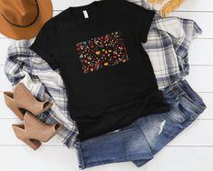 Fall Tshirt Fall Shirt Women Thanksgiving Wear Pumpkin and Autumn Leaves Autumn T Shirts, Cool T Shirts, Street Wear, Trending Outfits, Autumn Leaves, Tees, How To Wear, Thanksgiving, Pumpkin
