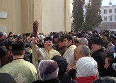 Bisericile din oras au fost pline de Boboteaza. Sute de credinciosi lugojeni au luat apa sfintita