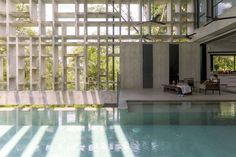 Malaysian studio WHBC Architects wrapped this house with a gridded concrete facade, designed to create privacy while providing a frame for tropical plants to grow around the building. Tropical Architecture, Contemporary Architecture, Interior Architecture, Concrete Facade, Concrete Houses, Concrete Structure, Indoor Pools, Indoor Outdoor, Patio Interior