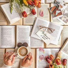 Идея для фото в инстаграм. Flatlay книги, весенняя раскладка, цветы, кофе, вдохновение  #instagram #flatlay #фото #вдохновение