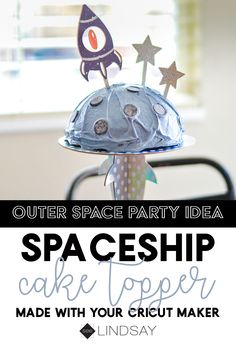 Moon cake Create the coolest homemade Cricut cake topper using your Cricut Maker. This easy DIY cake topper can be made to cater to a spaceship party or learn how to make your own cake topper. So easy to accomplish using the Cricut Knife Blade. Diy Cake Topper, Cake Toppers, Cricut Cake, Astronaut Party, Outer Space Party, Kid Spaces, Craft Party, Fun Crafts, Creative Crafts