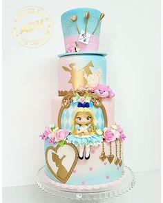 Super Cupcakes Disney Alice In Wonderland Ideas Girl Birthday Themes, Cool Birthday Cakes, Birthday Cupcakes, Birthday Kids, Girl Themes, Fondant Girl, Fondant Cupcakes, Cupcake Cakes, Alice In Wonderland Tea Party Birthday