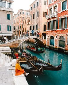 11 BEST THINGS TO DO IN VENICE - A Venice City Trip 11 Best Things To Do in Venice – A Venice City Guide<br> Venice, the city of water. Where all transport goes by boats and bridges. You can easily plan a city trip with all the things to do in Venice. Beautiful Places To Travel, Cool Places To Visit, Places To Go, Romantic Travel, Venice Travel, Italy Travel, Ireland Travel, Travel Europe, Usa Travel