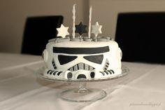 39+ Ideias de Bolo Star Wars > Sensacionais #BoloStarWars #Bolo #StarWars #FestaStarWars Bolo Star Wars, Stars, Cake, Desserts, Food, Star Wars Party, Creative Cakes, Cake Ideas, Birthday Cakes