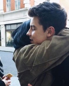 I want a hug from Shawn like that