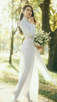 Vietnamese Traditional Dress, Vietnamese Dress, Traditional Dresses, Dress Attire, See Through Dress, Belleza Natural, Beautiful Asian Women, Ao Dai, Looks Style