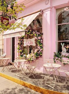 We adore this darling pink cafe welcoming the arrival of Easter week! Wishing each of you a lovely day and a moment to e