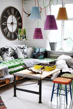 pallet day beds, painted floors and crazy collectables!