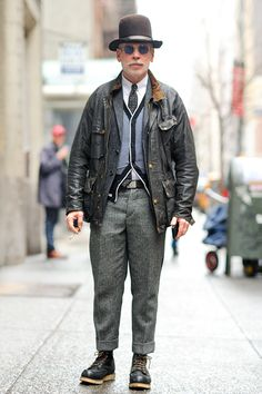 Age with style. Nick Wooster, Mature Mens Fashion, Men's Street Style Photography, America Outfit, Barbour Jacket, Rugged Style, Le Male, Looks Style, Men Looks