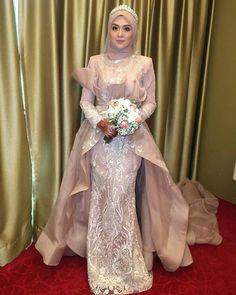 "Sola Hanafi on Instagram: ""C I N T A S Y U R GA . . MAJLIS RESEPSI pasangan @wafazainal + Ashwan kota bharu, Kelantan. . . . rose gold dress by @solaweddingcouture .…"""